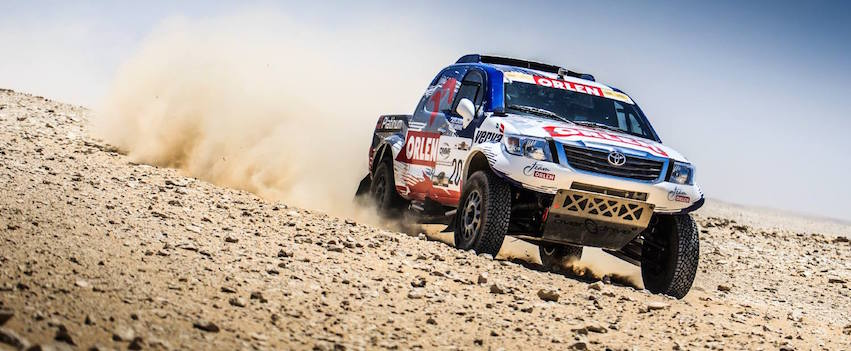 Toyoty Hilux w Sealine Cross Country Rally Qatar - etap 2